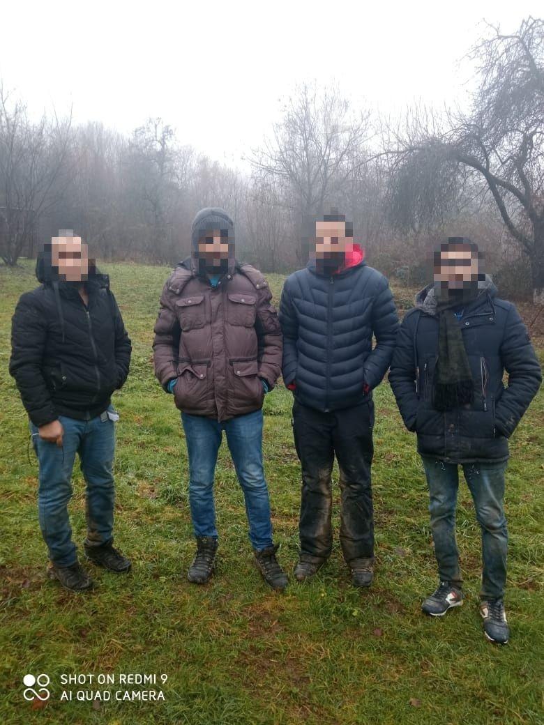 Сьогодні на Закарпатті, прикордонний наряд у складі двох військовослужбовців строковиків ВПС «Ракош» Мукачівського загону, виявив групу осіб, які намагались незаконно перетнути кордон з Румунією.