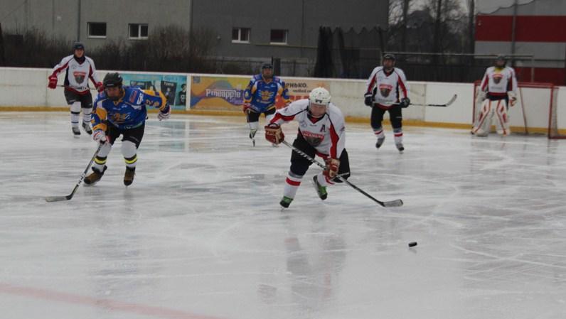 У суботу, 1 лютого, на ужгородській ковзанці «Ice Land» відбувся міжнародний хокейний турнір за участю збірної області «Закарпатські ведмеді» та чотирьох ХК зі Словаччини.