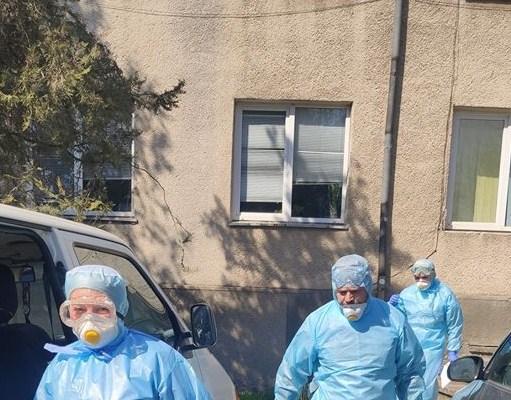 До закарпатської обласної інфекційної лікарні везуть хворого прикордонника.
