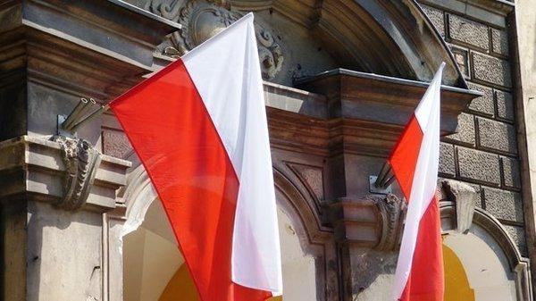 Польща запроваджує платні дозволи на роботу