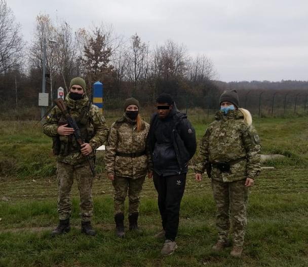 Учора по обіді прикордонники Чопського загону затримали іноземця, який намагався дістатися країн Євросоюзу поза пунктами пропуску.