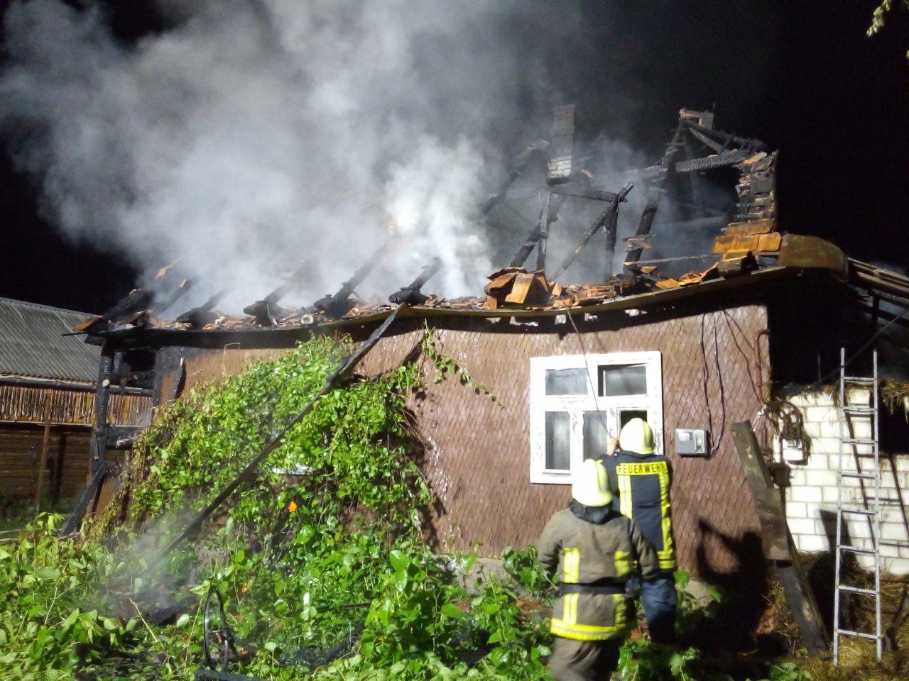 На пожежі врятовано власника будинку