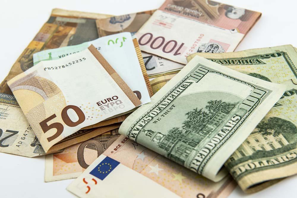 Национальная валюта вновь немного укрепила свои позиции как по официальным курсам НБУ, так и на межбанковском рынке.