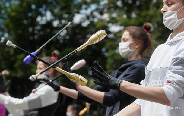 Протягом останніх п'яти днів в Україні щодня фіксують не менш як 480 випадків коронавірусу. МОЗ у всьому звинувачує українців.