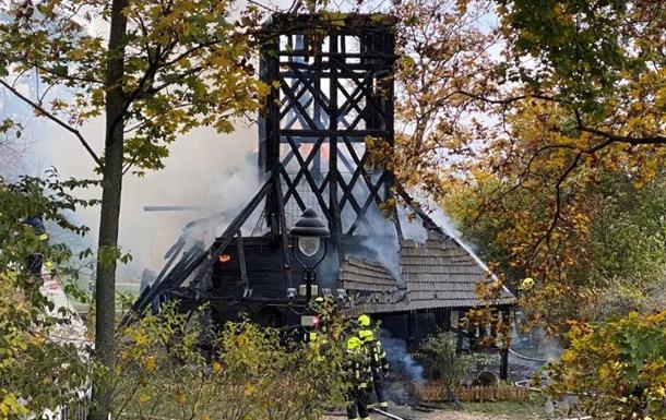 Церква була одним з культурних мостів між країнами, заявив посол України в Чехії і закликав чеську владу розслідувати інцидент.