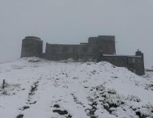 Обсерваторія в Карпатах у снігу: температура опустилась до 0°С (ФОТО)