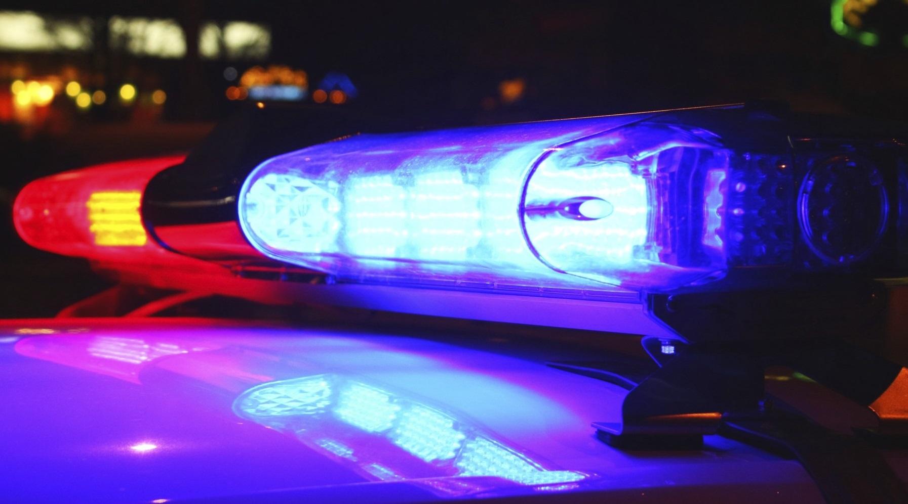 На місці події працюють поліцейські. Проводяться першочергові заходи та перевіряються всі можливі причини такого вчинку чоловіка.