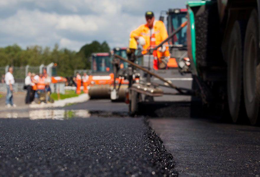 Якісні дороги, які з'єднають усі великі міста України, повинні з'явитися протягом 3-5 років, обіцяє прем'єр-міністр Олексій Гончарук.