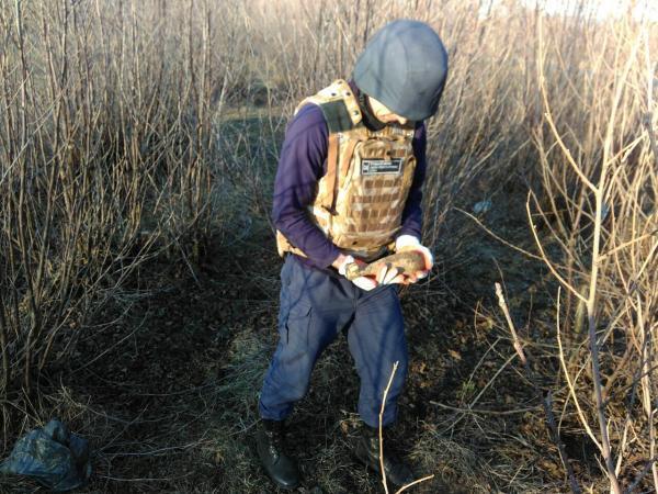 Учора, 17 березня до рятувальників надійшло повідомлення, що під час прогулянки по вулиці Панькевича, що в Ужгороді, місцевими жителями виявлено два предмети ззовні схожі на вибухонебезпечні.