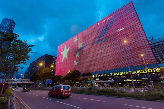 Китайські компанії скорочують зарплати співробітникам, переносять терміни виплат або повністю припиняють платити зарплату, пояснюючи, це економічними збитками від коронавіруса.