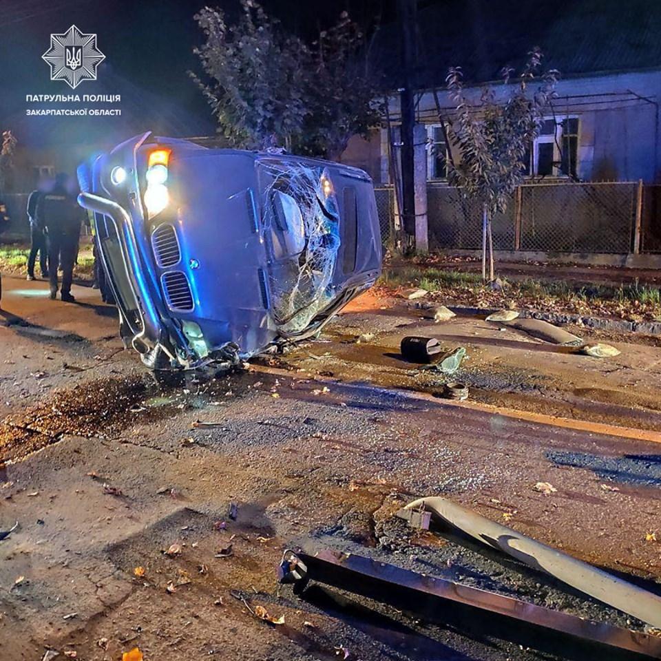 Автопригода сталася сьогодні вночі, на вул. Загорській, інформує УПП в Закарпатській області.