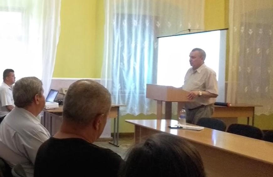 Відомий краєзнавець і публіцист І.І. Біланчук висловив своє бачення щодо ставлення районної ради до закладів освіти у Виноградівському районі.