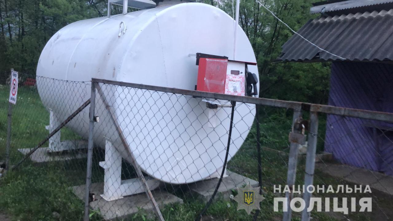 Слідчі Рахівського відділення поліції відкрили кримінальне провадження за фактом порушення правил безпеки під час виконання робіт з підвищеною небезпекою.