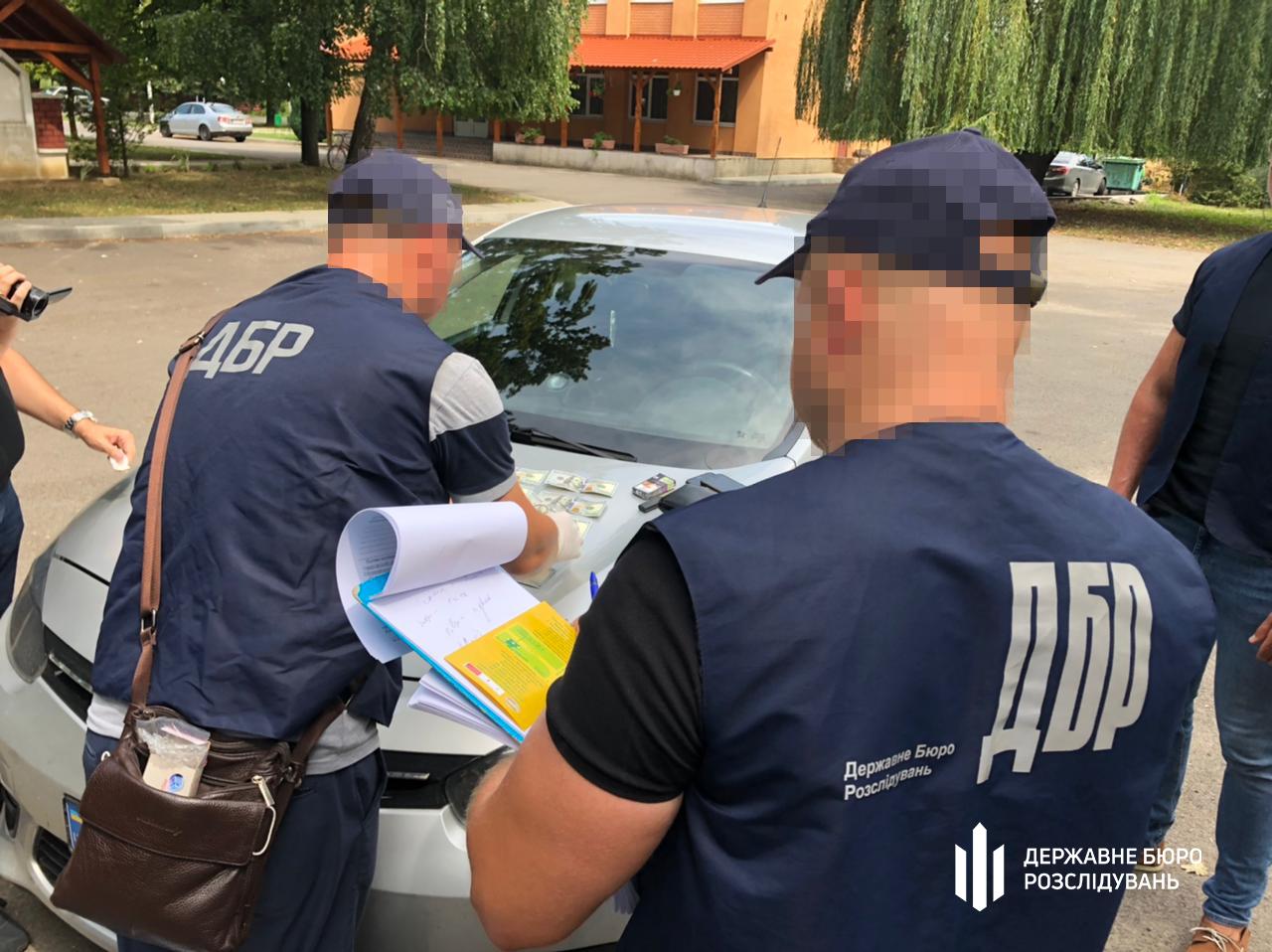 Повідомлено про підозру старшині одного із відділень Мукачівського прикордонного загону, який намагався організувати контрабандний канал цигарок до Європи.