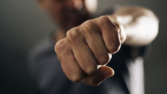 Прокуратурою повідомлено про підозру адвокату з Ужгорода за фактом умисного заподіяння представнику особи тілесних ушкоджень, через діяльність, пов'язану з наданням правової допомоги (ч. 2 ст. 398 ККУ
