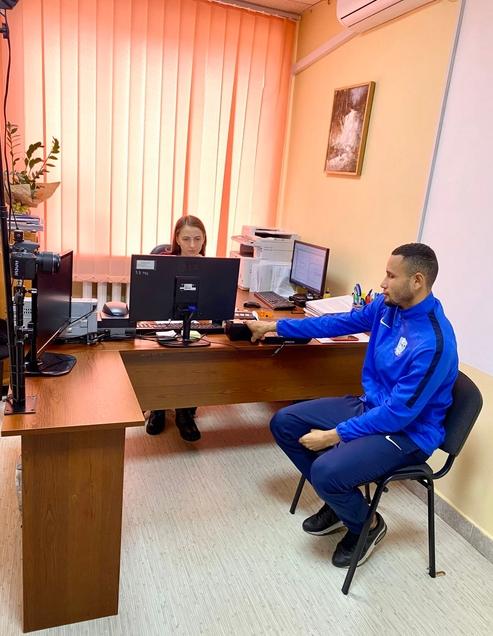 До міграційної служби Закарпаття для оформлення посвідки на тимчасове проживання звернувся громадянин Бразилії Сантос Гонсалвес Антоніо Франціско.