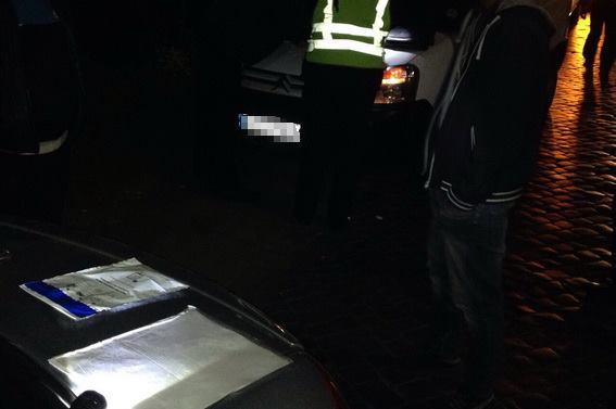 У Берегові в атомобілі порушника правил дорожнього руху знайшли наркотики