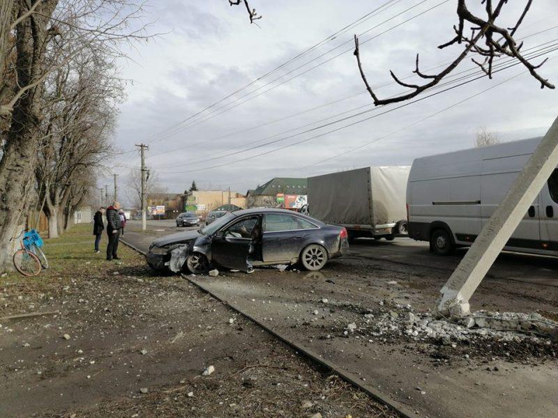 У місті Берегово сталася автопригода – легковий автомобіль