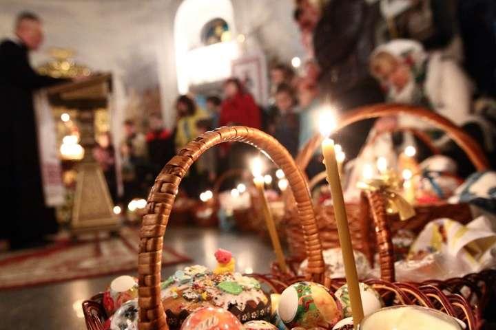 В Україні до 24 квітня заборонені всі масові заходи, включаючи релігійні, незалежно від кількості учасників.