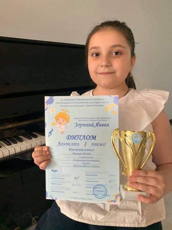 Перемогу здобула Попович Трініті, учениця Мукачівської дитячої школи мистецтв ім. С.Мартона.