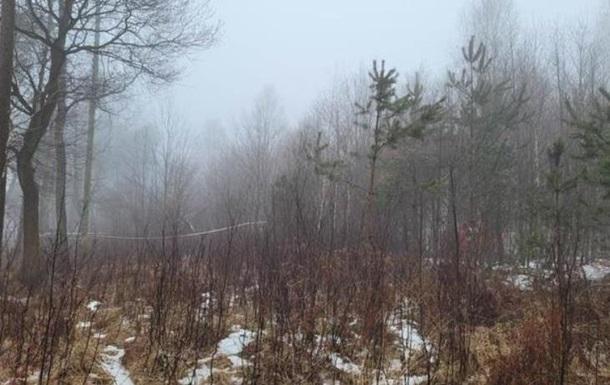 Двоє людей загинули на місці, ще двоє отримали серйозні травми. Рятувальну операцію ускладнював туман і лісиста місцевість.