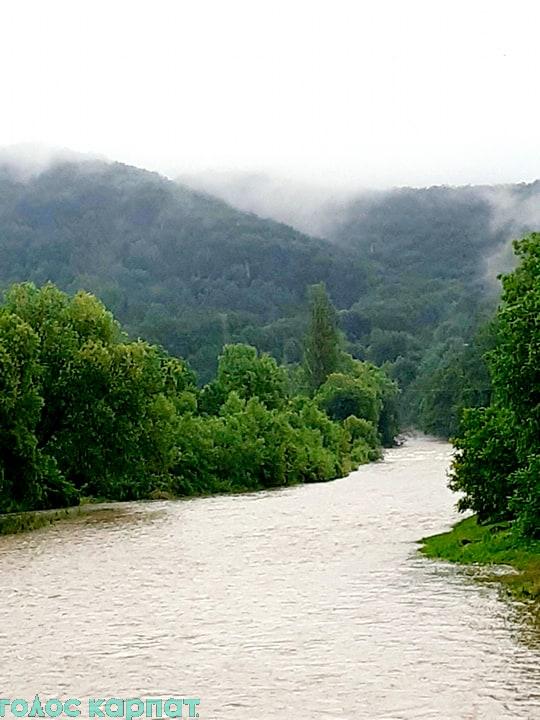 Води річки Боржави в межах сіл Бронька, Довге та Приборжавське помітно піднялися й стали каламутними.