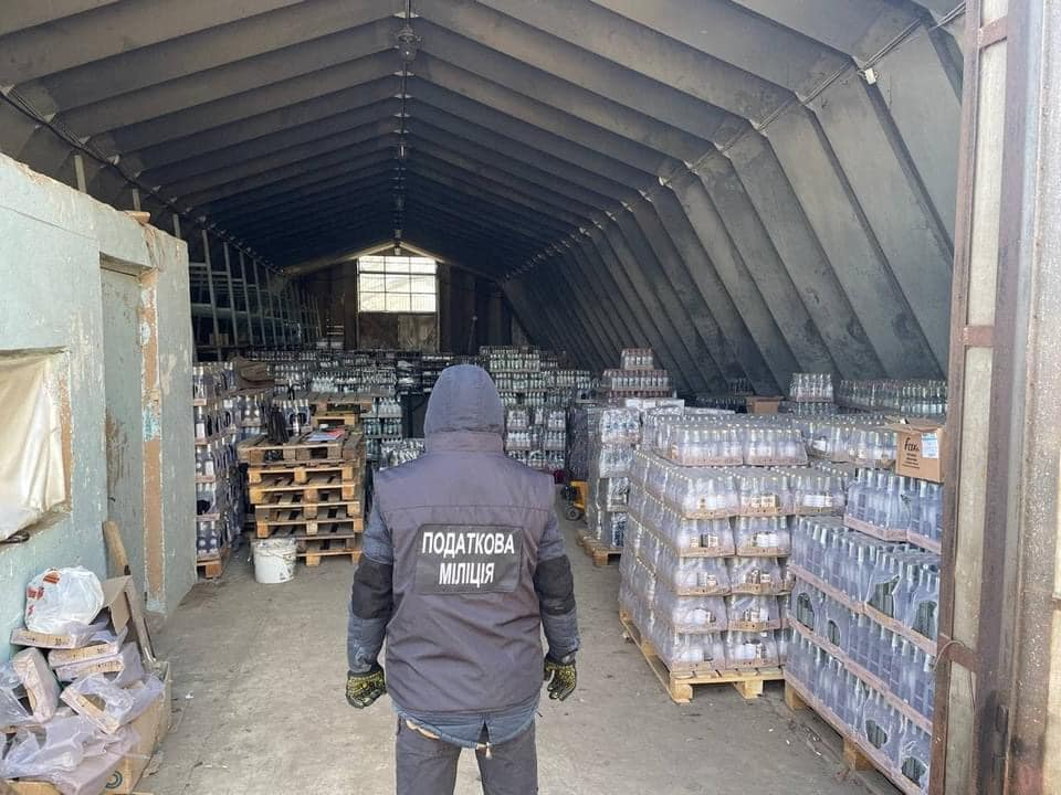 В Закарпатській області продовжується боротьба з виробництвом фальсифікату.