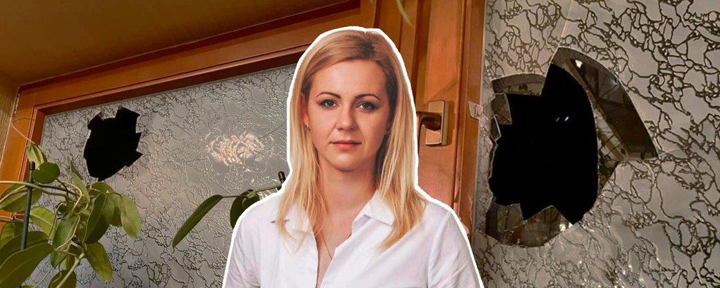 В Ужгороде на Славянской набережной неизвестные забросали камнями дом депутата горсовета от партии ОПГ Мирославы Роман.