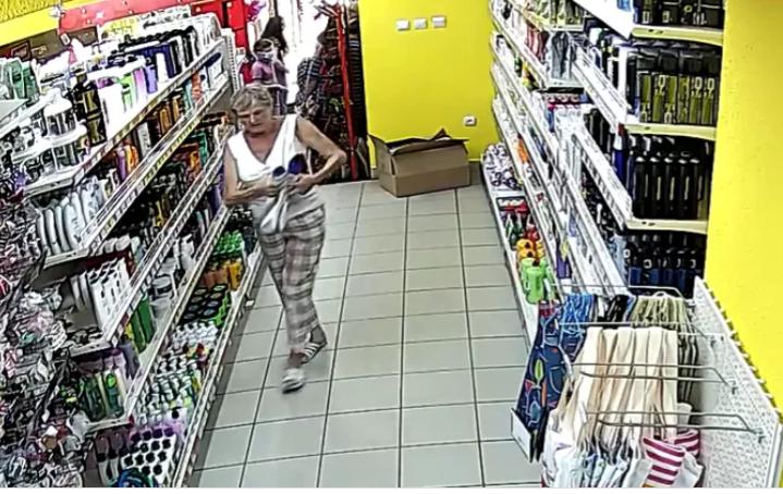Камери відеоспостереження зафіксували злочин, який скоїли наприкінці минулого тижня у магазині