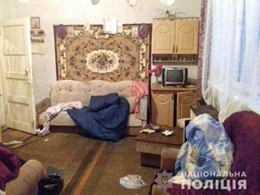 На Виноградівщині чоловік дерев'яною палицею та ножицями побив свого батька