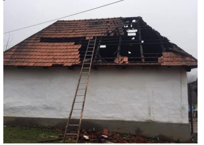 Без даху над головою через зруйнований пожежею будинок опинилась сім'я із села Імстичево, що на Іршавщині.
