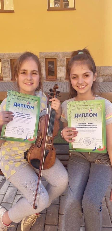 Участь у конкурсі взяли учениці Мукачівської дитячої школи мистецтв ім. С. Мартона Евніка та Елеонора Лавкай.