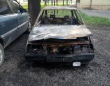 В Ужгороді на проспекті Свободи згорів легковик