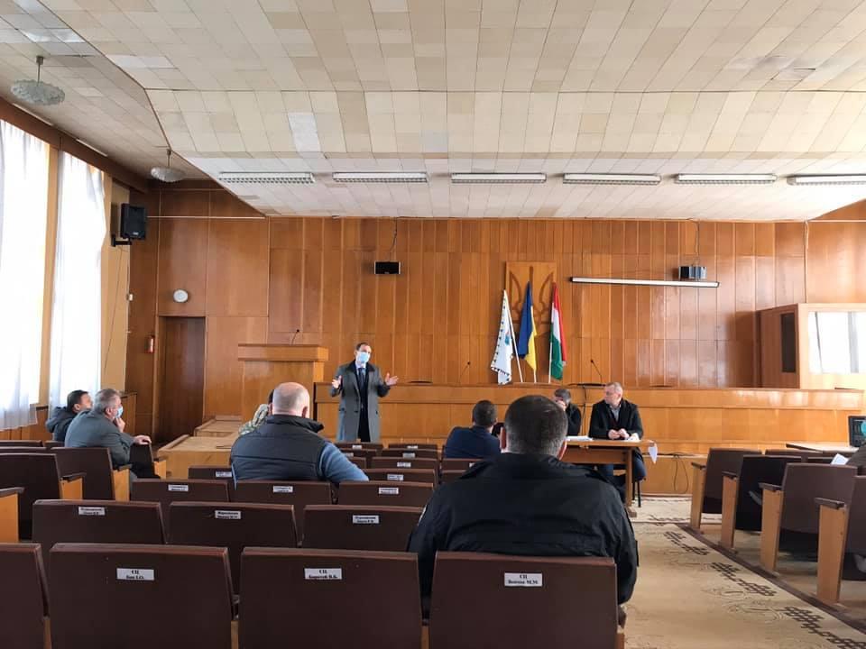 У Берегові відбулося чергове засідання міськрайонної комісії з питань ТЕБ і НС з приводу введення режиму надзвичайної ситуації в Україні.