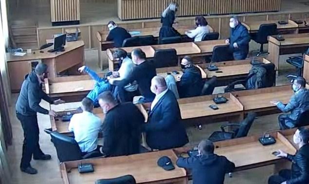 Депутату Ужгородского горсовета стало плохо прямо во время сессии.
