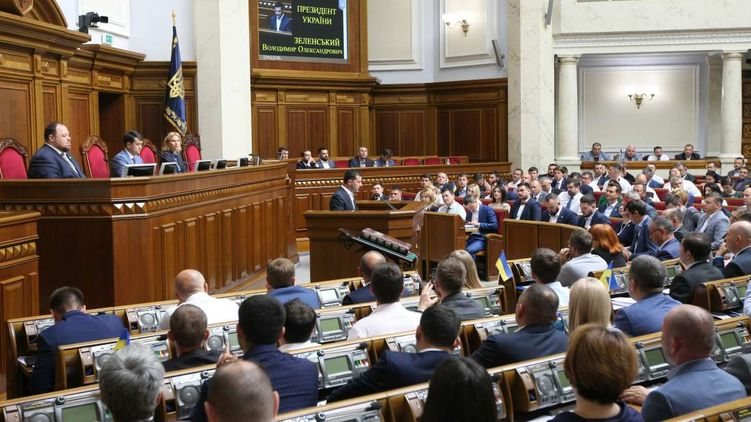 Верховна Рада прийняла епохальне рішення про скасування недоторканності народних депутатів, яке відразу ж захотіли оскаржити в Конституційному суді.