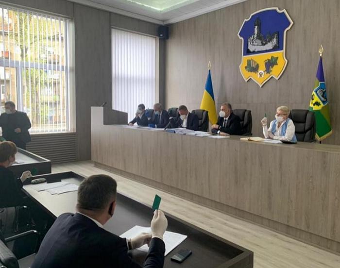 14 квітня відбулося позачергове засідання 38 позачергової сесії районної ради, у роботі якої взяли участь 23 депутати.
