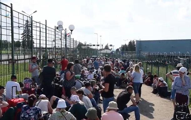 Польща проводить додатковий контроль стосовно українців, які прибувають, пояснили в Держприкордонслужбі.
