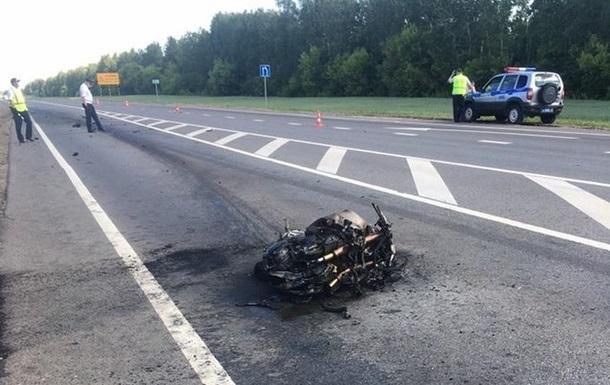 Популярний російський мотоблогер на своєму мотоциклі влетів у фуру. Чоловік помер на місці. Йому йшов 32 рік. Друзі попереджали блогера про його небезпечну манеру їзди.