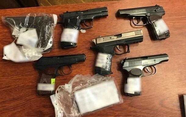Чоловік онлайн купував стартові і шумові пістолети, переробляв їх у бойові, а потім знаходив покупців.