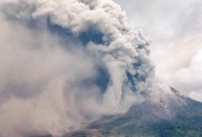 Навколишні поселення засипав попіл з вулкану.