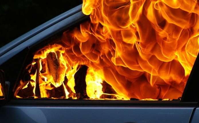 Вогонь знищив «ВАЗ-2109».