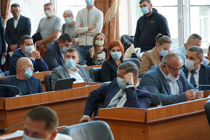 Сьогодні депутати Ужгородської міської ради почали розгляд питань порядку денного сьогоднішньої сесії.