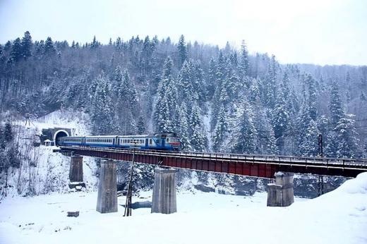 З 18 грудня 2020 року «Укрзалізниця» відновлює курсування потяга «Гуцульщина» за маршрутом Київ – Рахів.