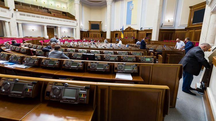 В апараті Верховної Ради виникли суперечки щодо застосування сенсорної кнопки для голосування народних депутатів. Дану технологію повинні були впровадити вже найближчим часом.