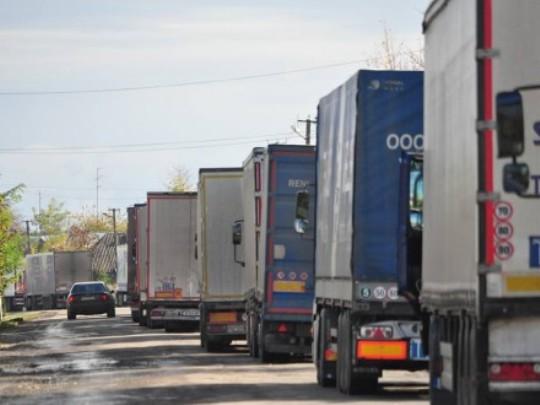 Унаслідок обмеження руху фур на території Берегівщини, перевізникам запропонували об'їзд через Виноградівщину та Іршавщину. Тож на дорогах району транспортний потік автомобілів збільшився  в рази.