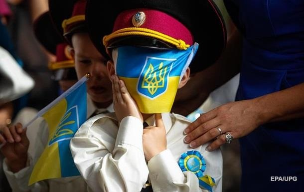 Програма розрахована на дев'ять років і спрямована на те, щоб українська мова застосовувалася у всіх сферах суспільного життя.