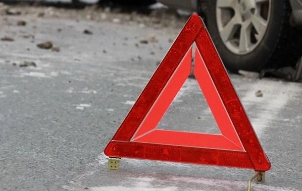 У Перечині сталася ДТП: автомобіль зіткнувся зі стовпом