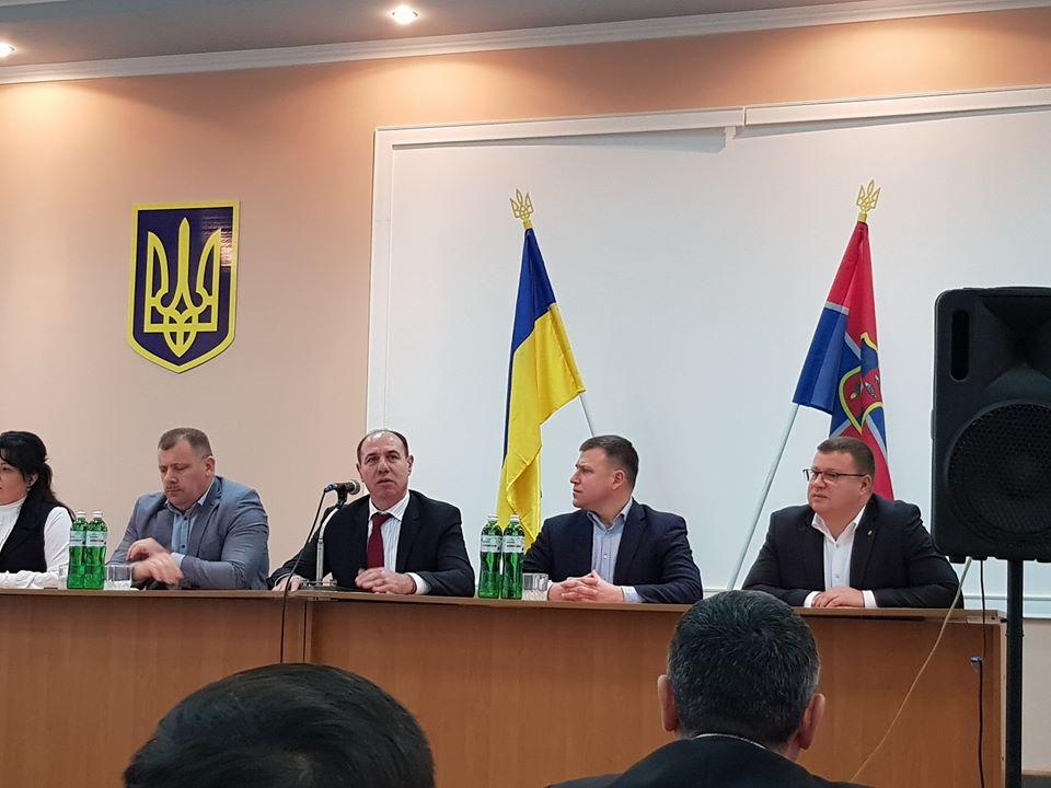 Очільник Закарпатської облдеожадміністрації Ігор Бондаренко представив краянам Віктора Товстого.
