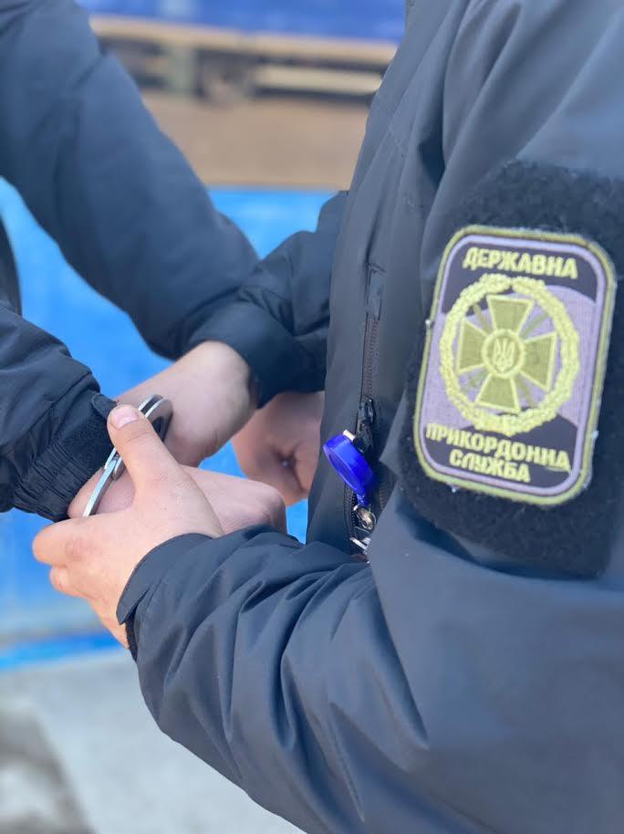 Громадянина України, підозрюваного у вчиненні злочину, затримали сьогодні на кордоні з Угорщиною прикордонники Мукачівського загону.